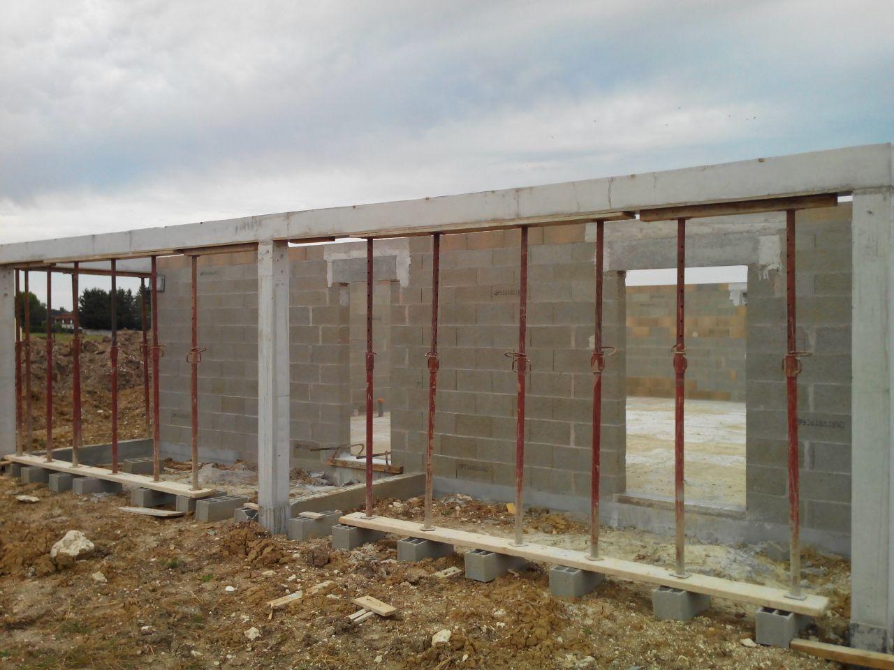 Et notre avancée de toit/terrasse couverte prend forme !