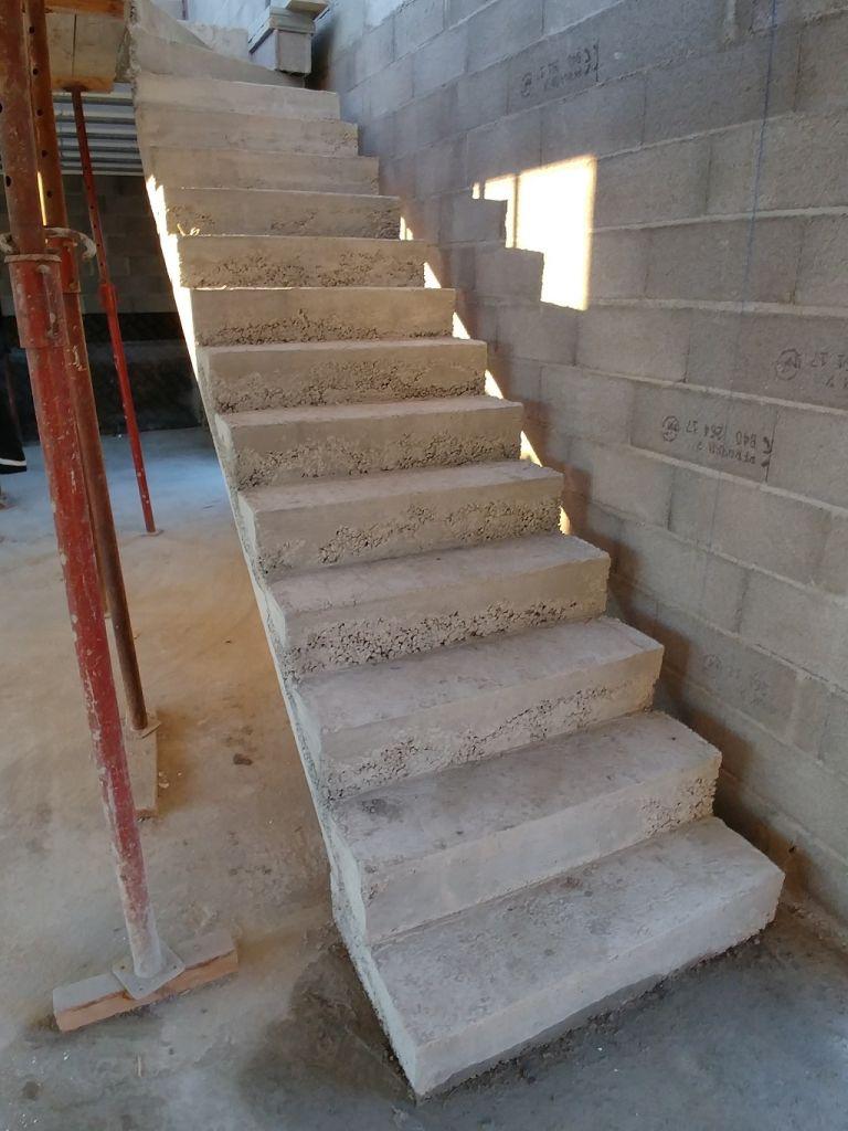 Escalier coffré en même temps que la dalle étage