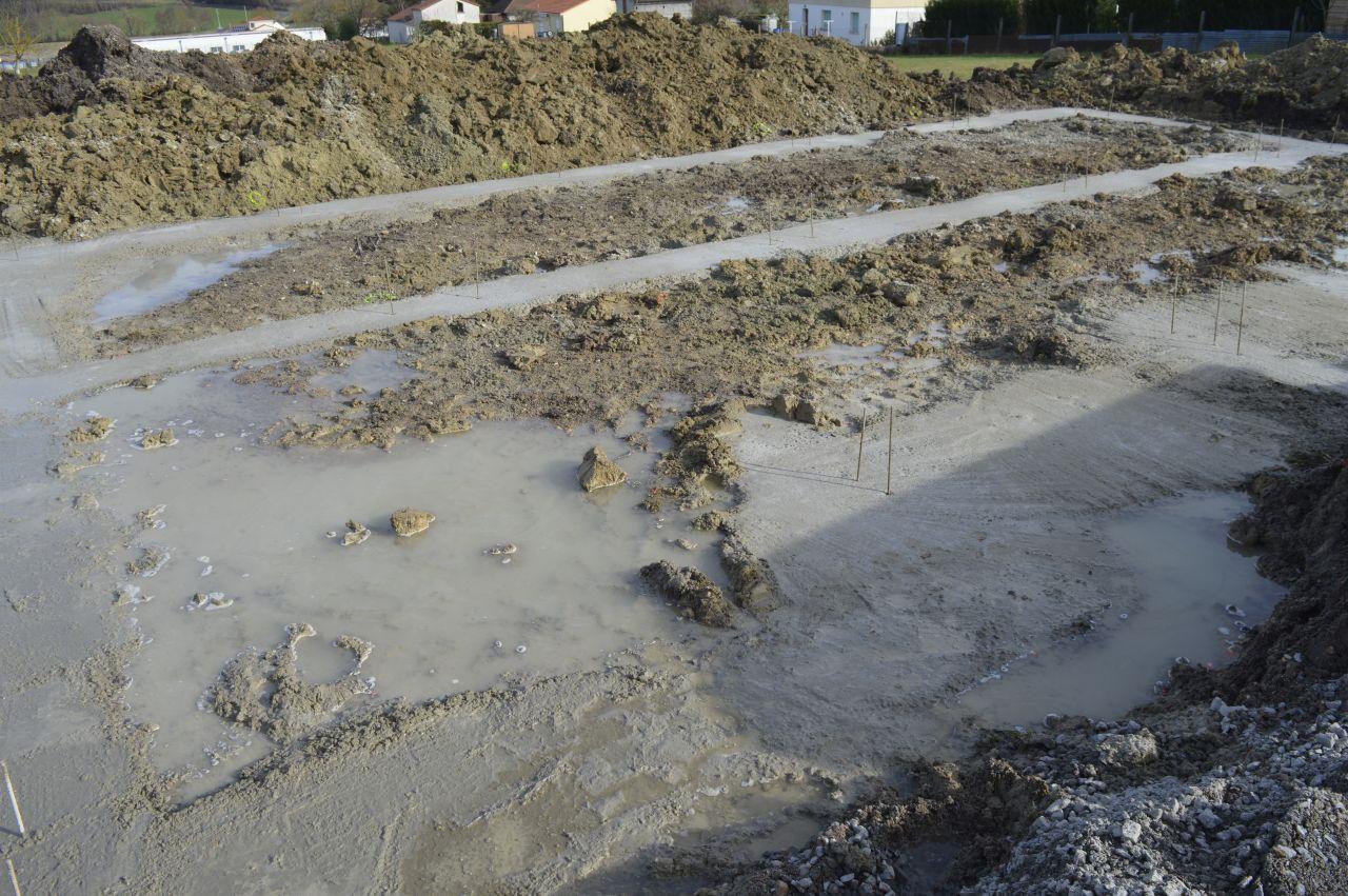 fondations en cours avec profondeur environ 3m a certains endroits