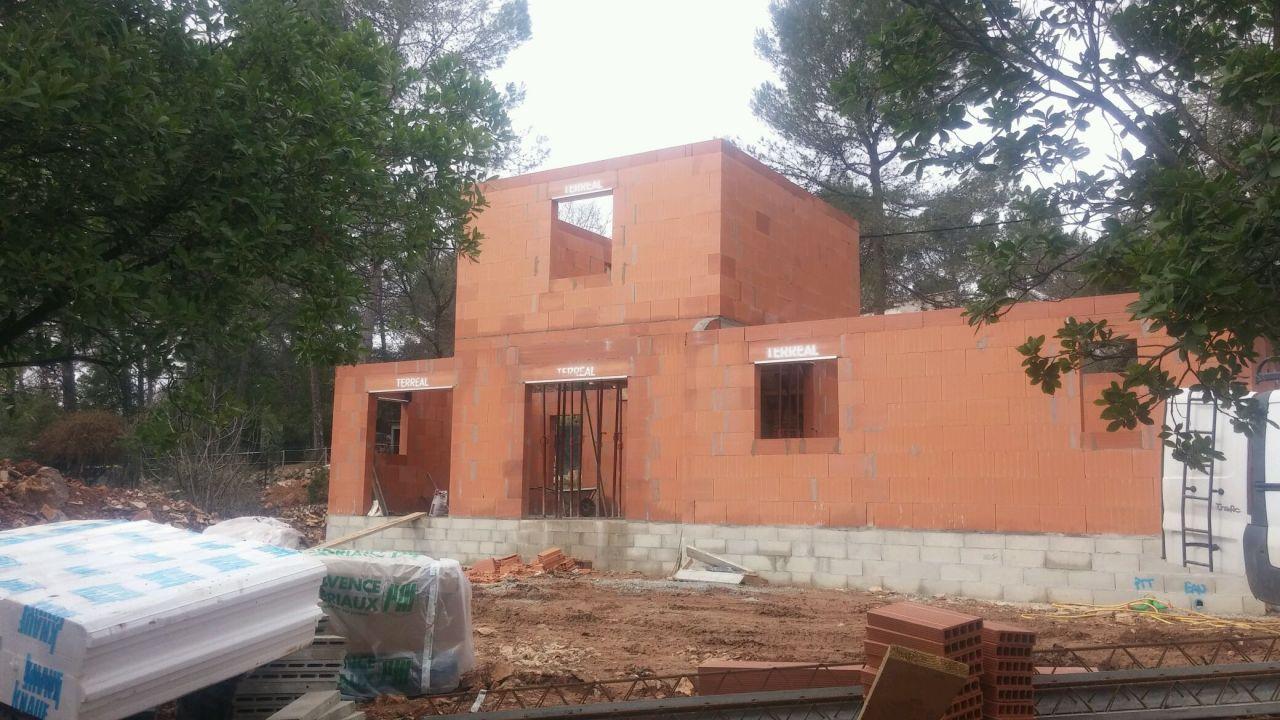 Murs étage montés seulement début Février  3 mois après l'ouverture du chantier!