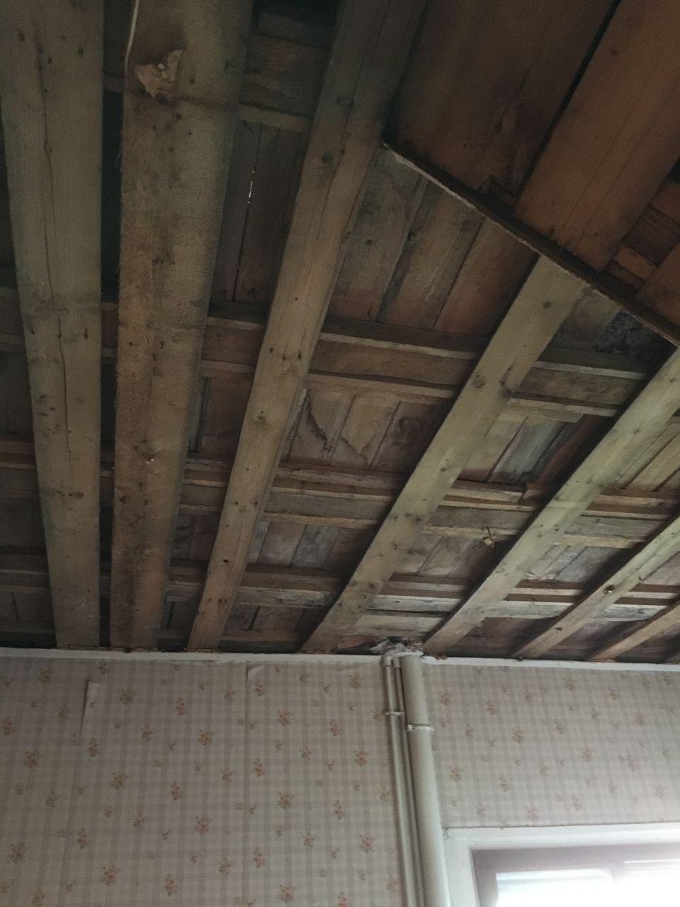 Plafond cuisine/plancher salle de bain