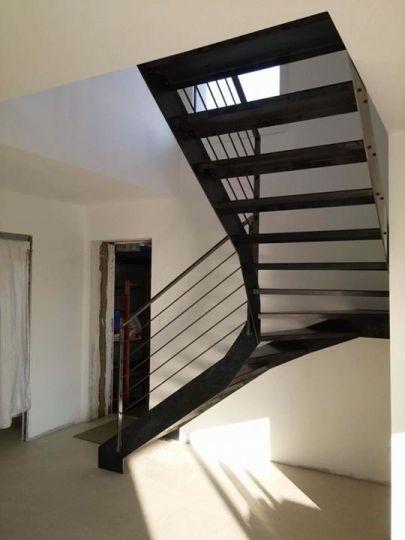 Enfin un escalier en acier bien plus pratique