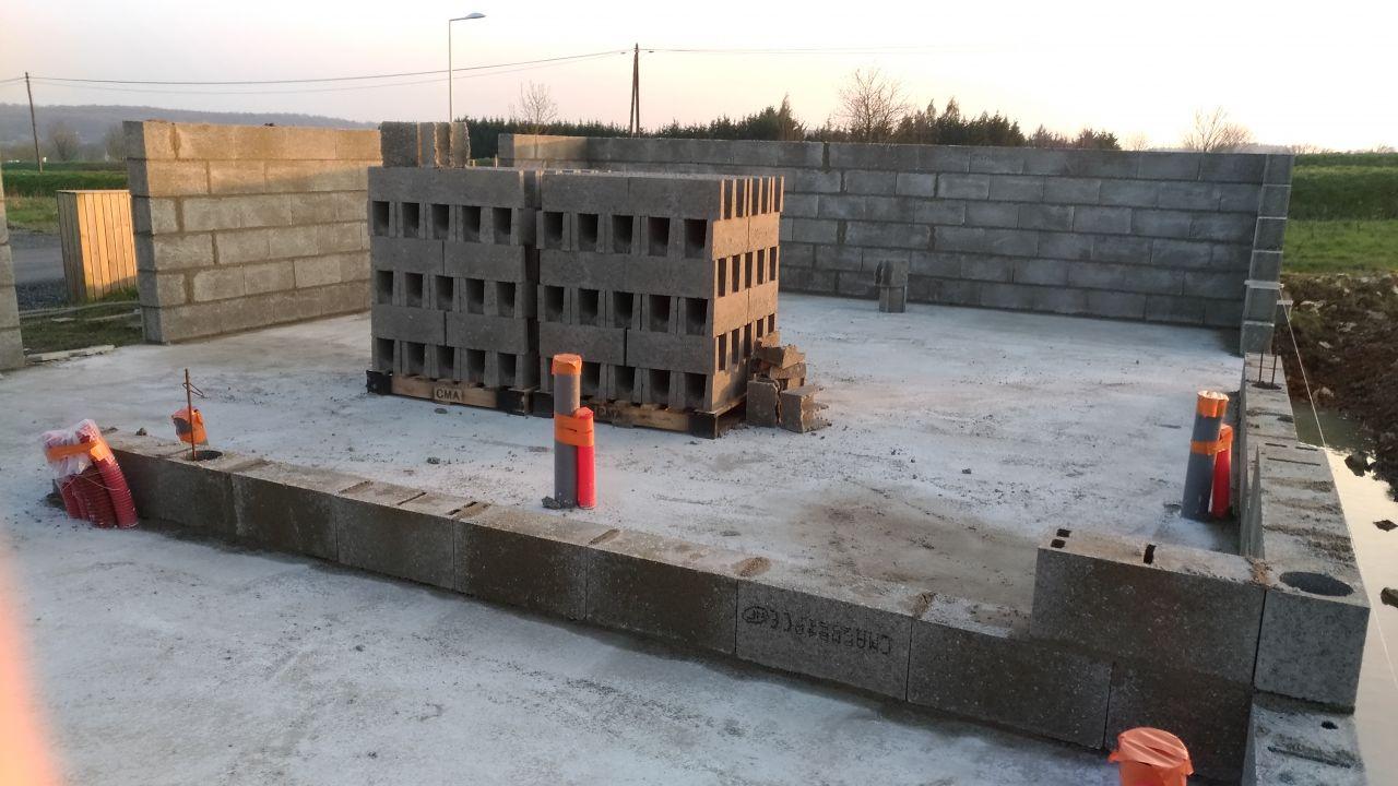 Premiers rangs de l'élévation des murs