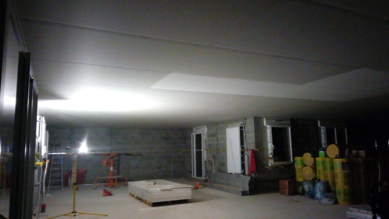 plaquage du plafond au leve plaque c'est nikel 2 jour et c'etais fini ^^