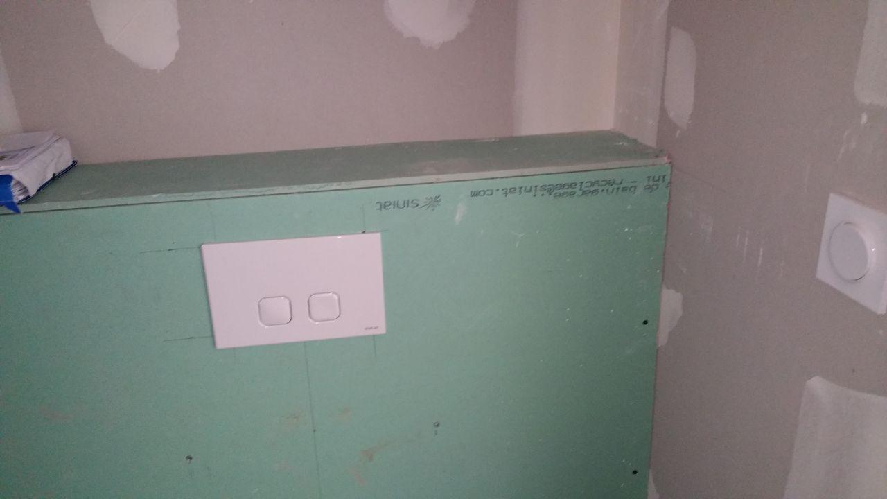 Il reste l'enduit à faire au niveau des toilettes suspendus (rdc et étage)