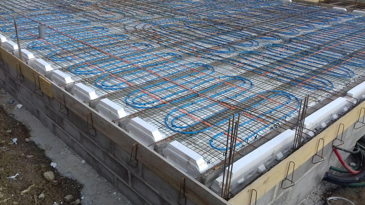 Plancher chauffant coulé dans la dalle de compression