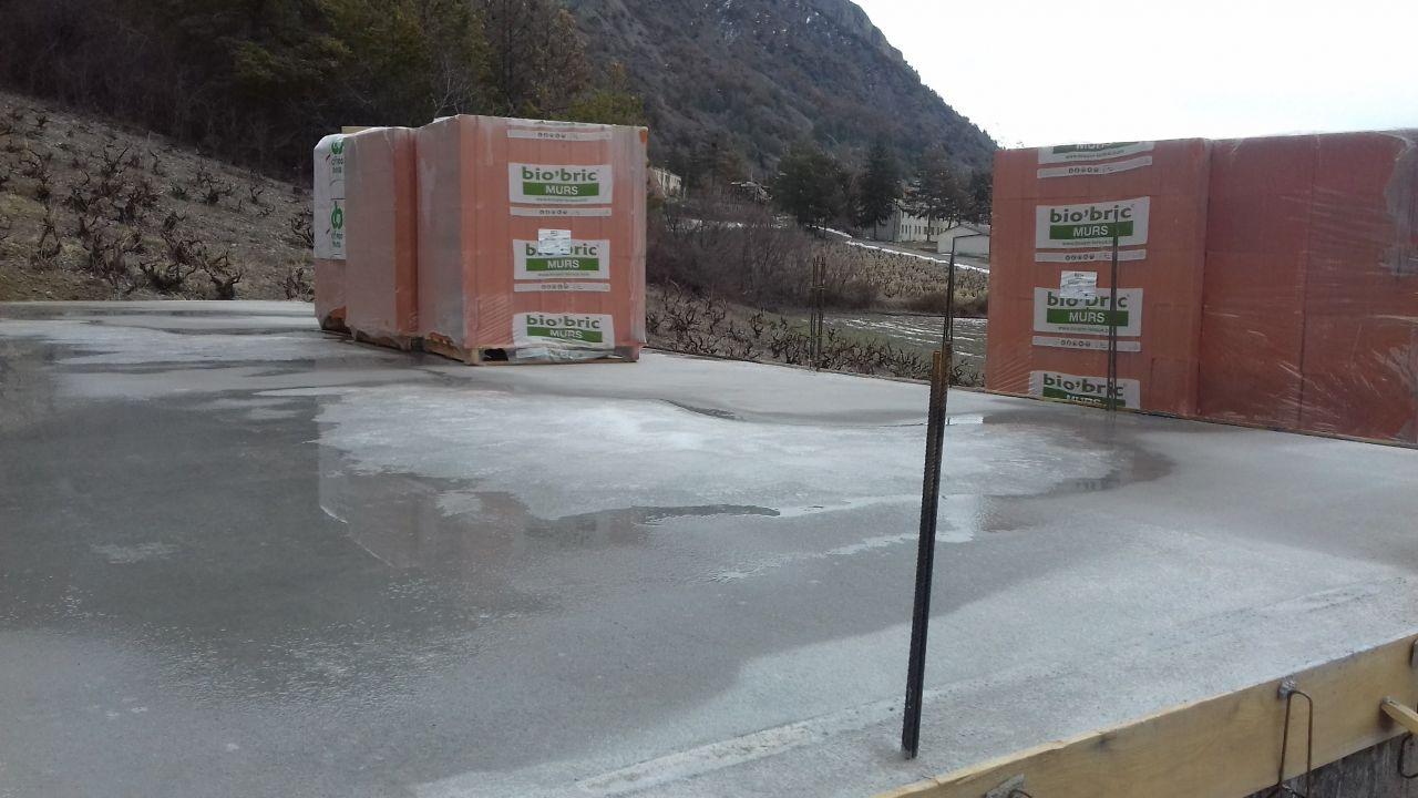 Livraison des briques après la neige