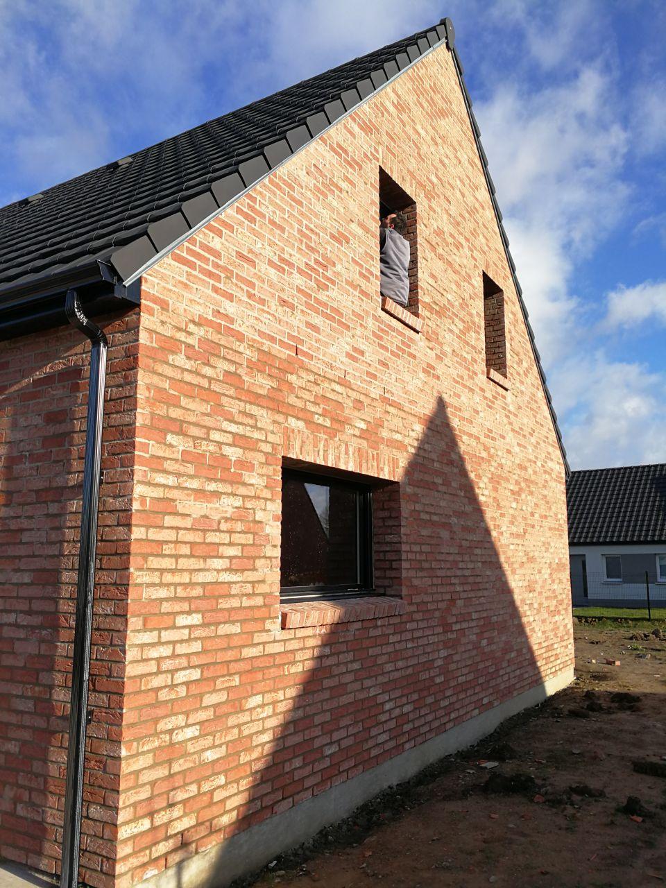 Vue extérieure de la façade gauche de la maison