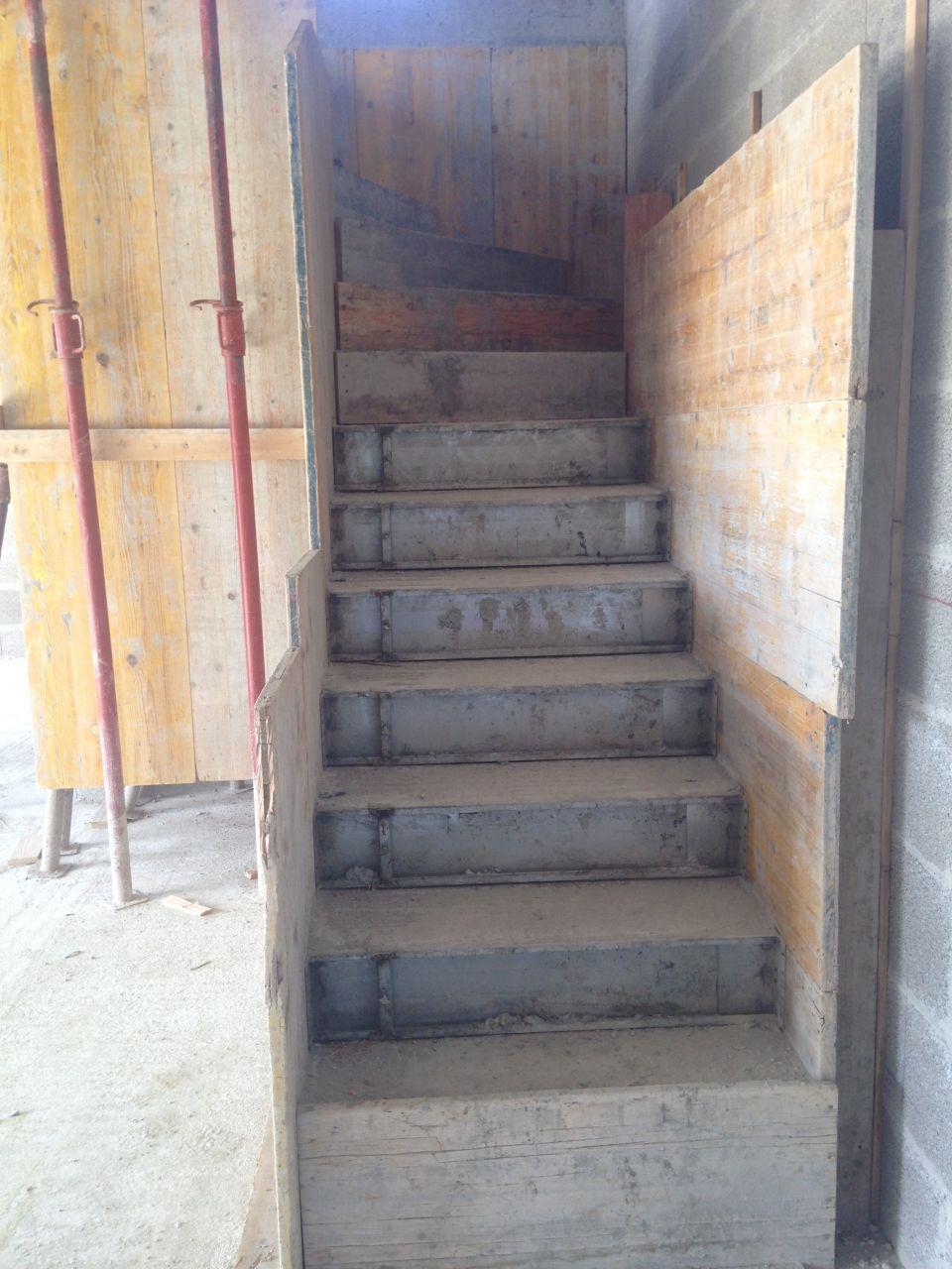 Escalier droit + 1/4 de tour à gauche