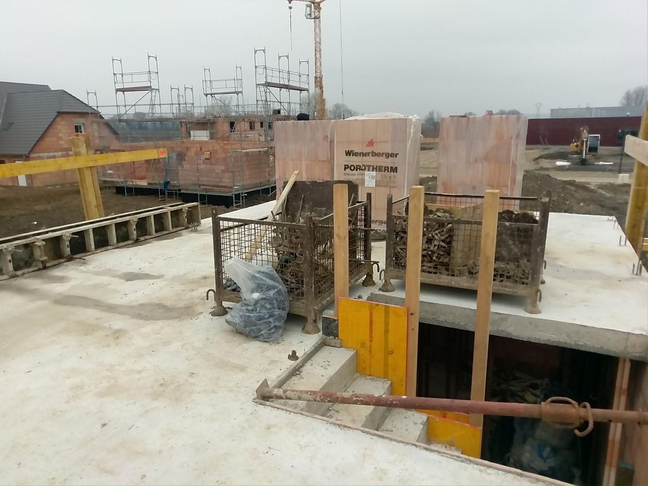 Dalle du 1er coulée et autres murets - dépose des briques