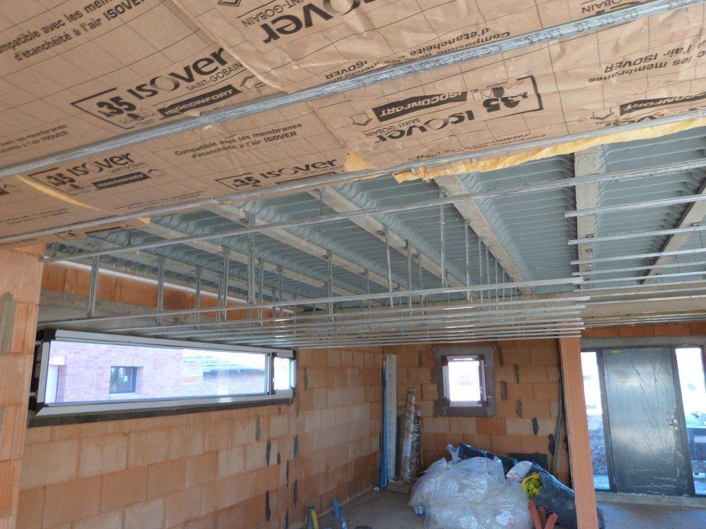 Isolation des plafonds et pose des rails avec le décrochage du plafond de la cuisine