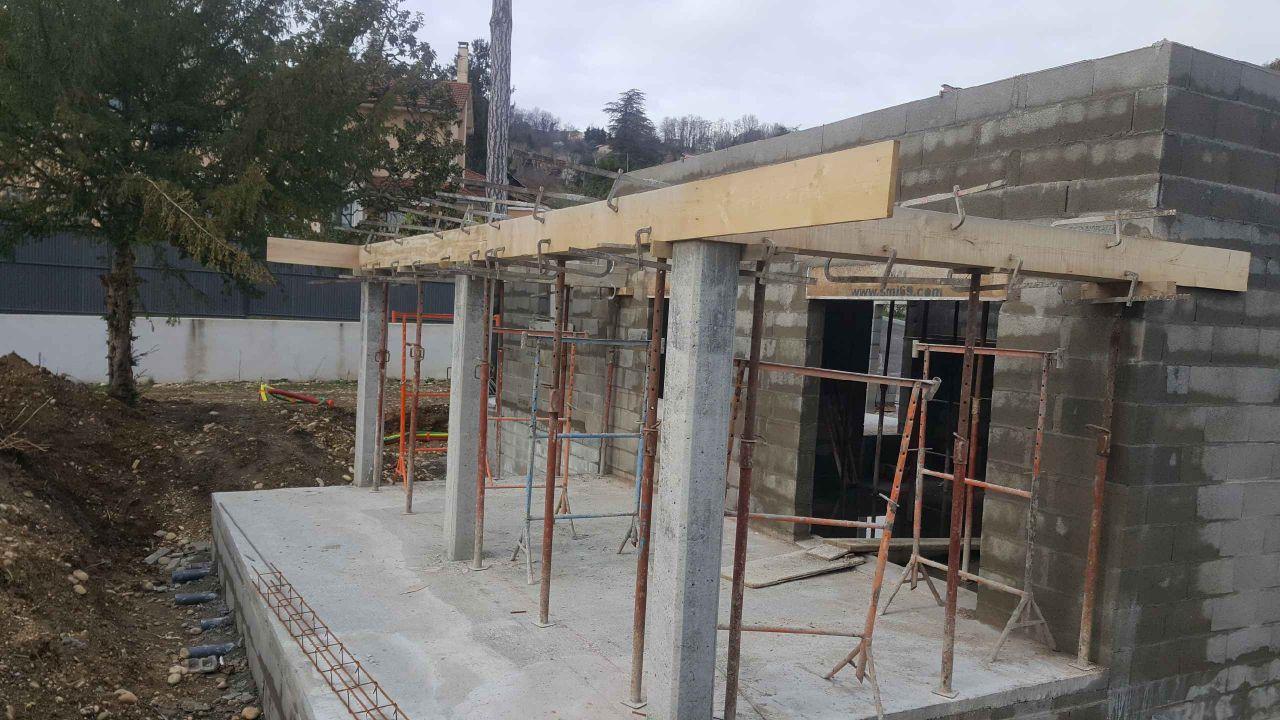 Vide sanitaire de dalle finie pour terrasse 30m2 <br /> Poteaux béton pour hauvent finis