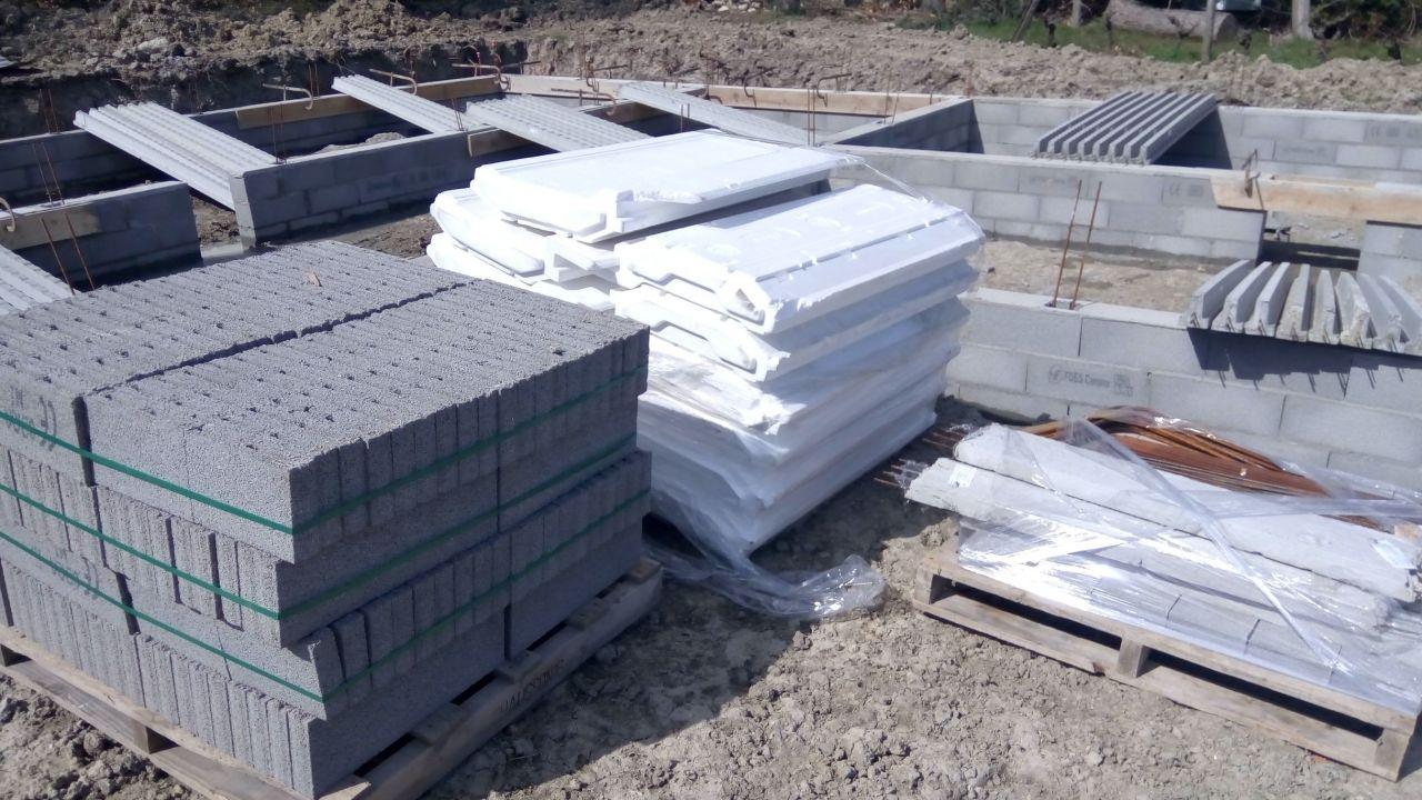 Livraison des matériaux pour la dalle