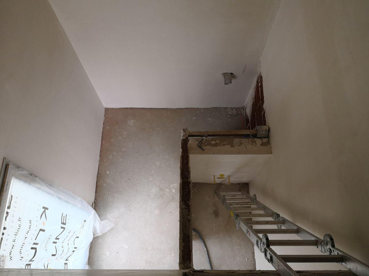 cage d'escalier et WC dur RDC