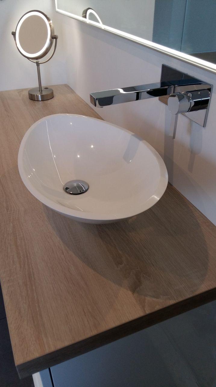 Vasque et robinetterie encastrée