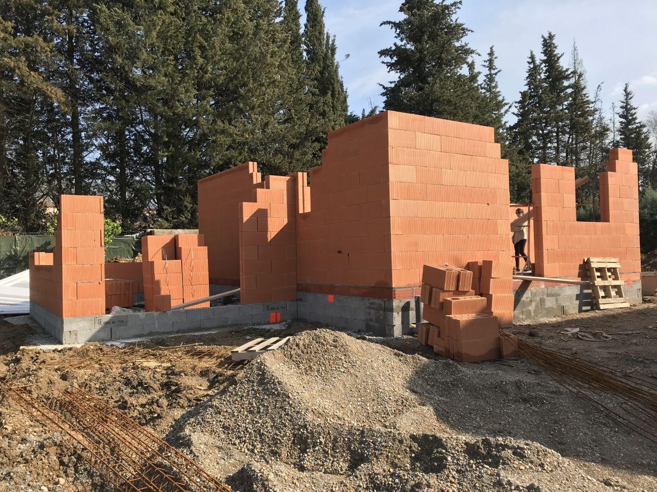 Elévation des murs en cours