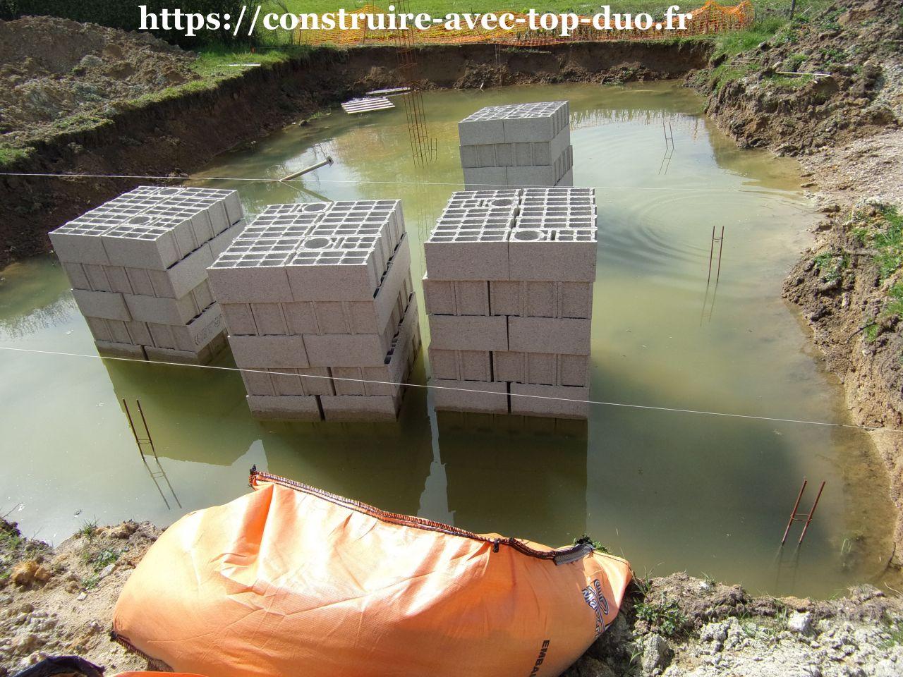 Chantier TOP DUO AST abandonné et noyé dans 40 cm d'eau