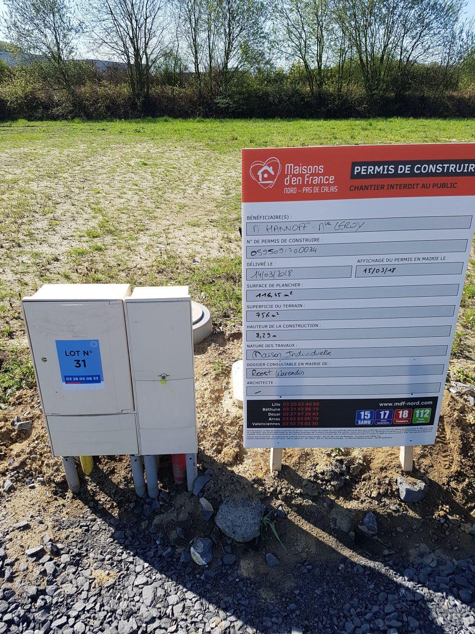 Pose du panneau de permis de construire