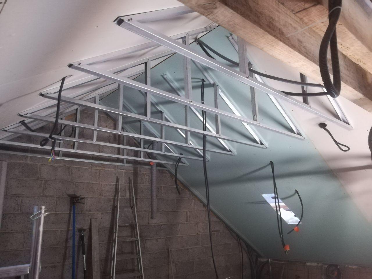 Structure en bois au dessus des chambres afin de réduire la hauteur à 2m50