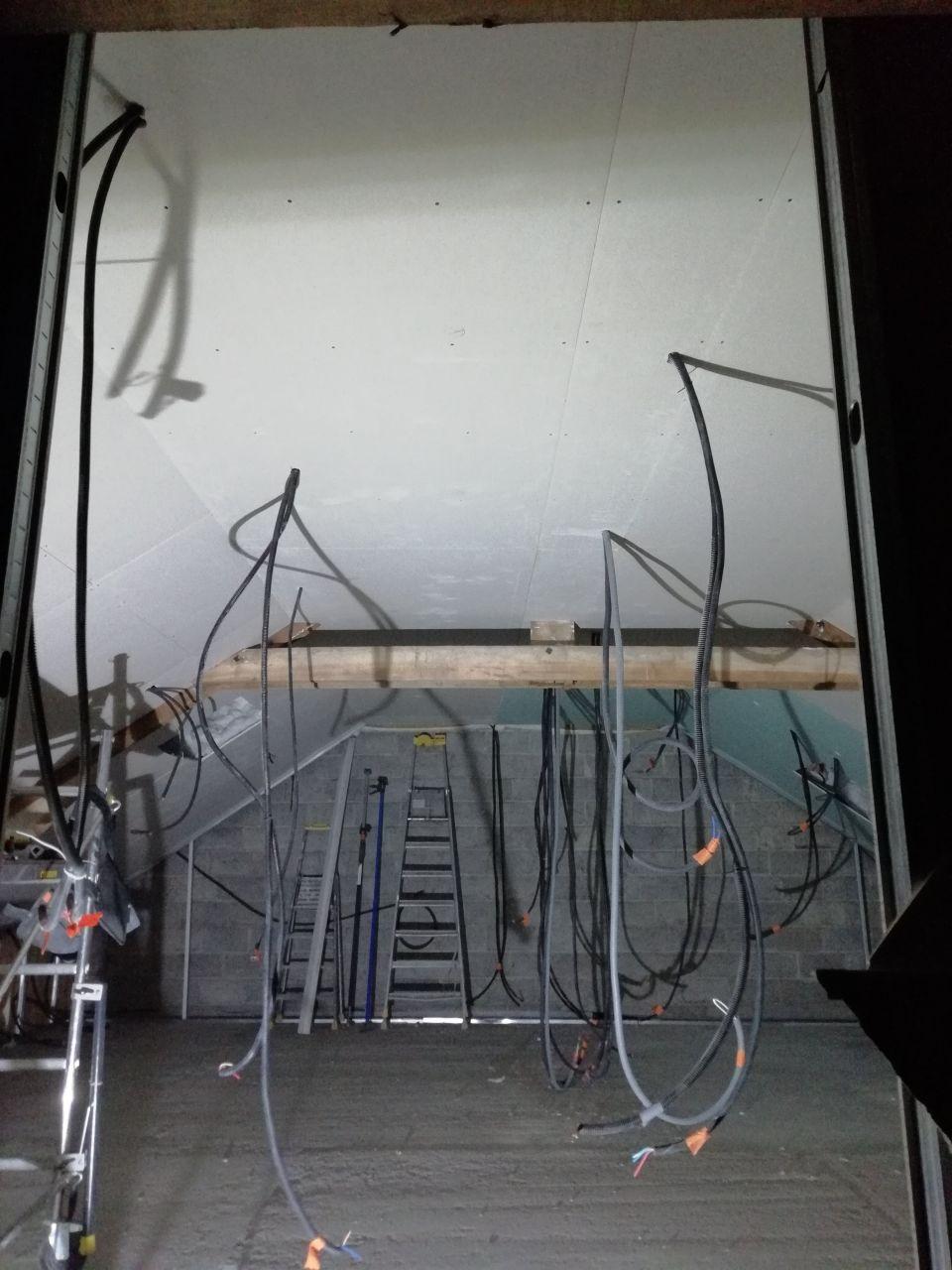 Passage de tous les cables elec - Plafond descendu au niveau des chambres