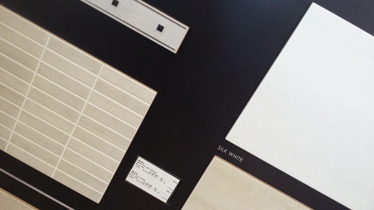 Faience salle d'eau n° 2 , un côté de mur petit carreau beige( gauche ) et faience blanche (en haut à droite) disposé comme l'image dessiné par ma fille .