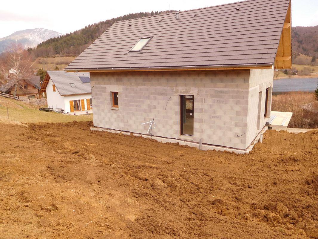 Terrain remblayé sur façade amont (Ouest)