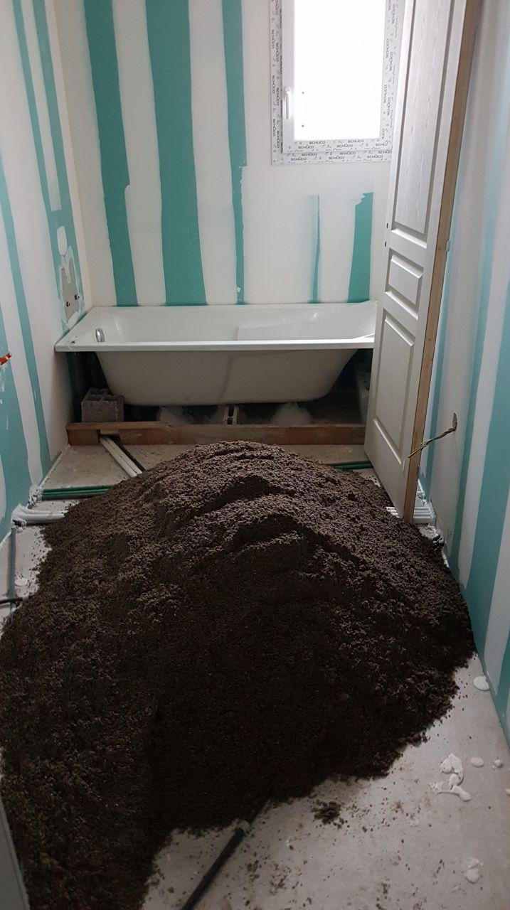 Sable livré dans la salle de bain