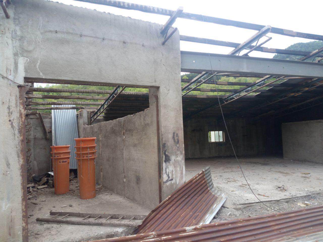 démontage des toitures des extérieurs