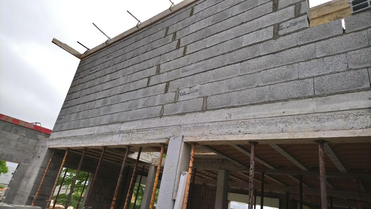 la maçonnerie de l'étage vue du garage (sans toit)