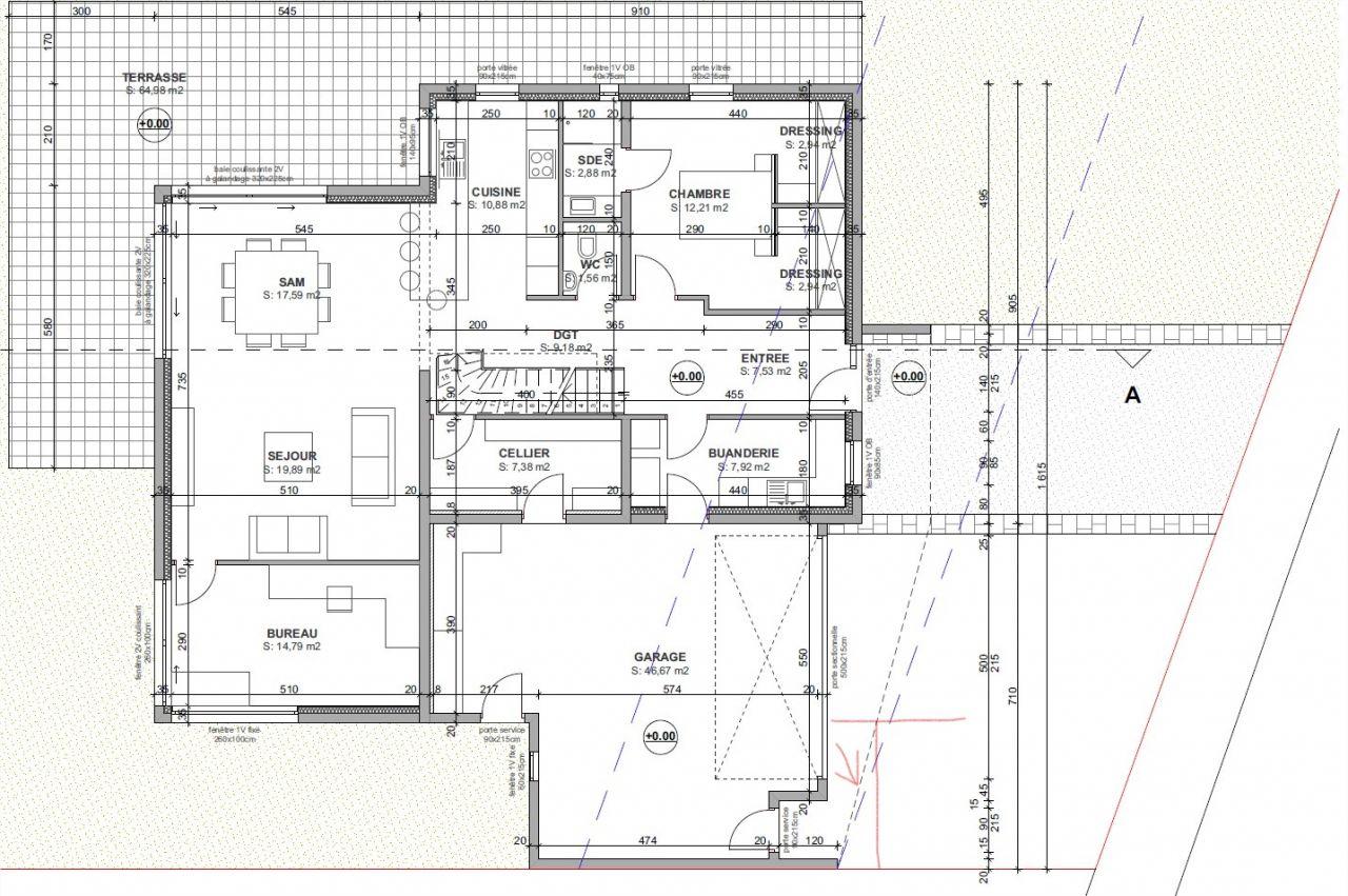 L'urbanisme refuse la partie de l'acrotère en biais. Elle ne respecte pas les règles d'implantation en limite de propriété ou à plus de 3 mètres.