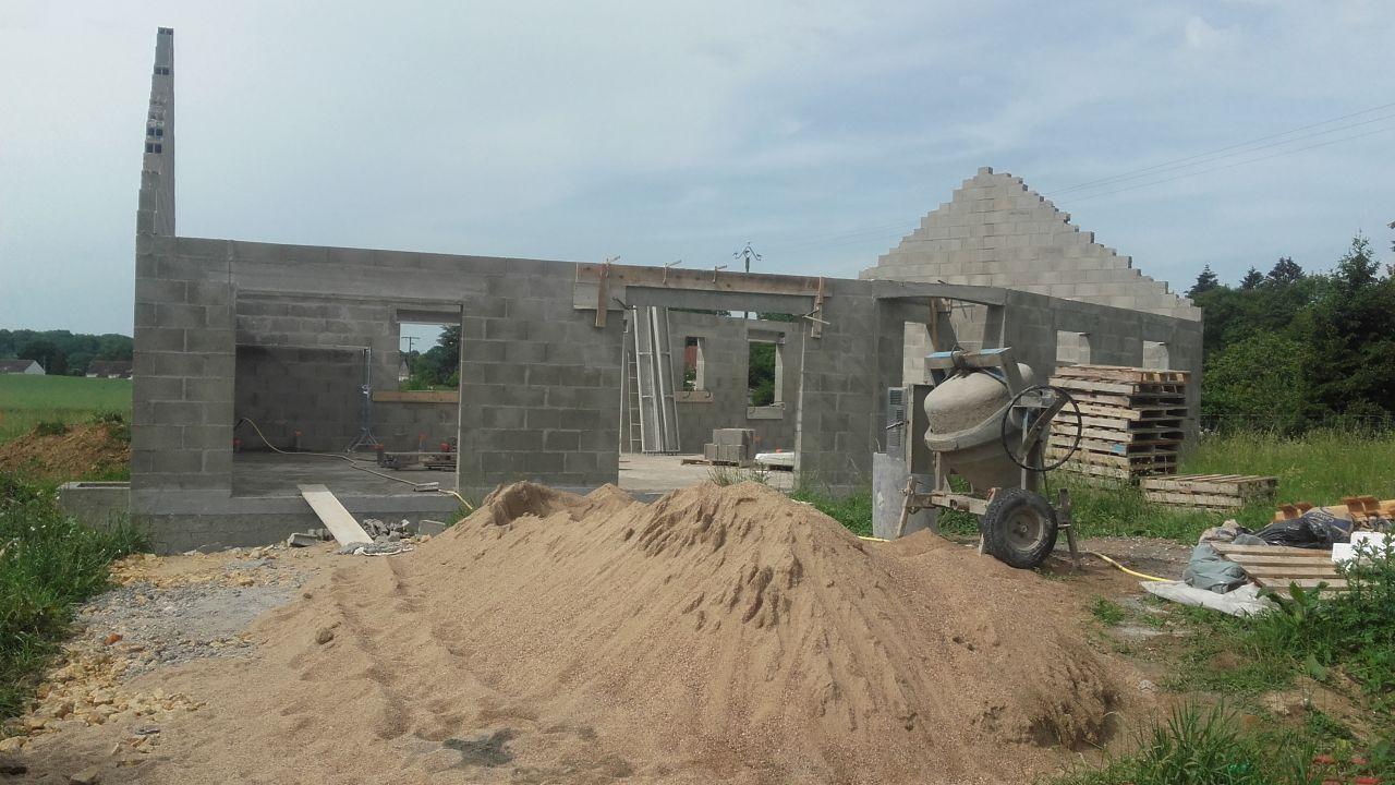 elevation des murs terminée (vue de gauche)