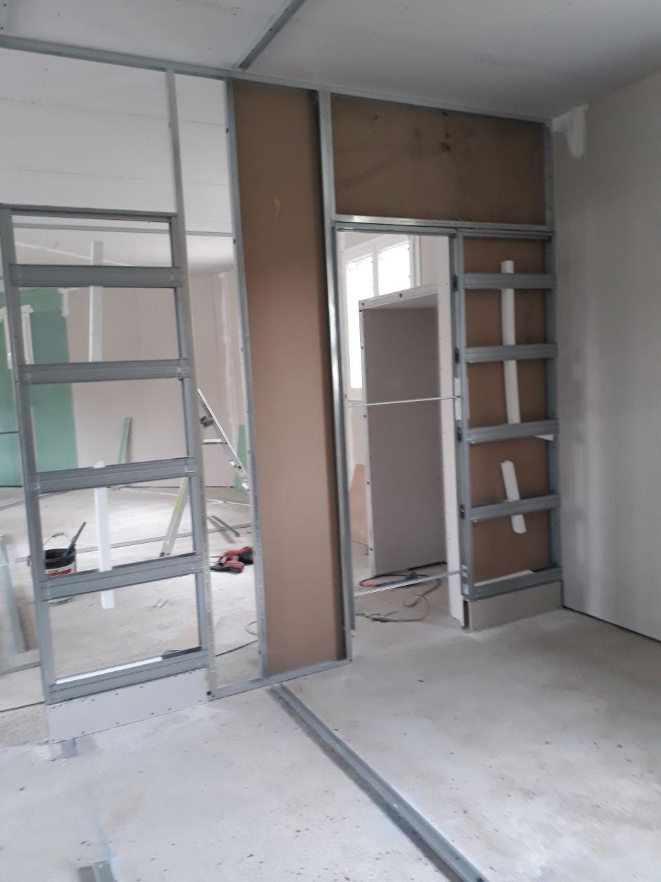 les 2 portes à galandage (vue depuis le dressing)