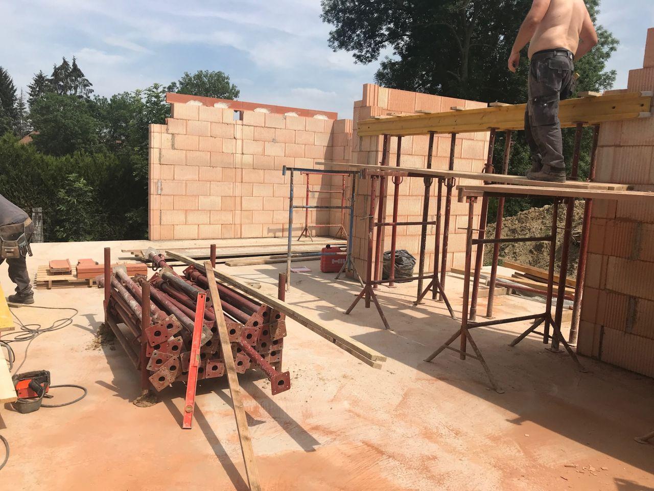 mise en place coffrage caisson volets roulants + finition élévation murs rdc