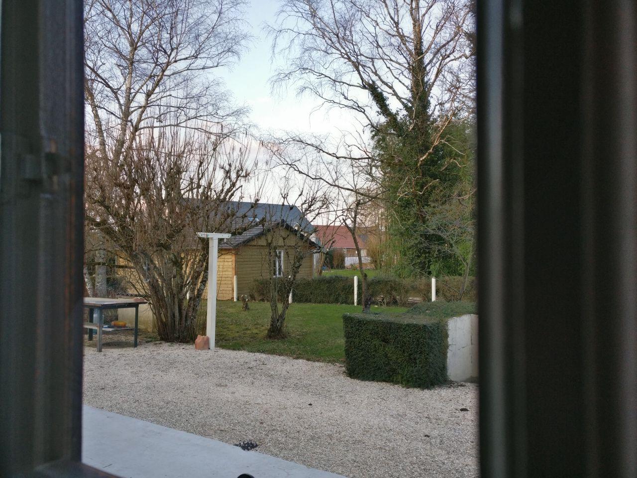 maison vue de chez le voisin qui nous offre le café par ce temps de canard
