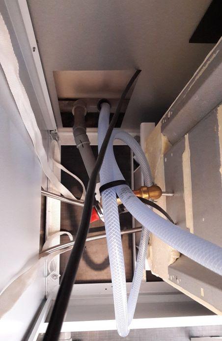 cable + arivée eau + evacuation condensat