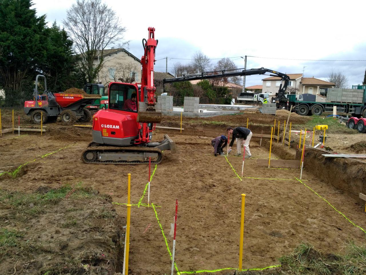 Décapage terminé, on trace les fouilles