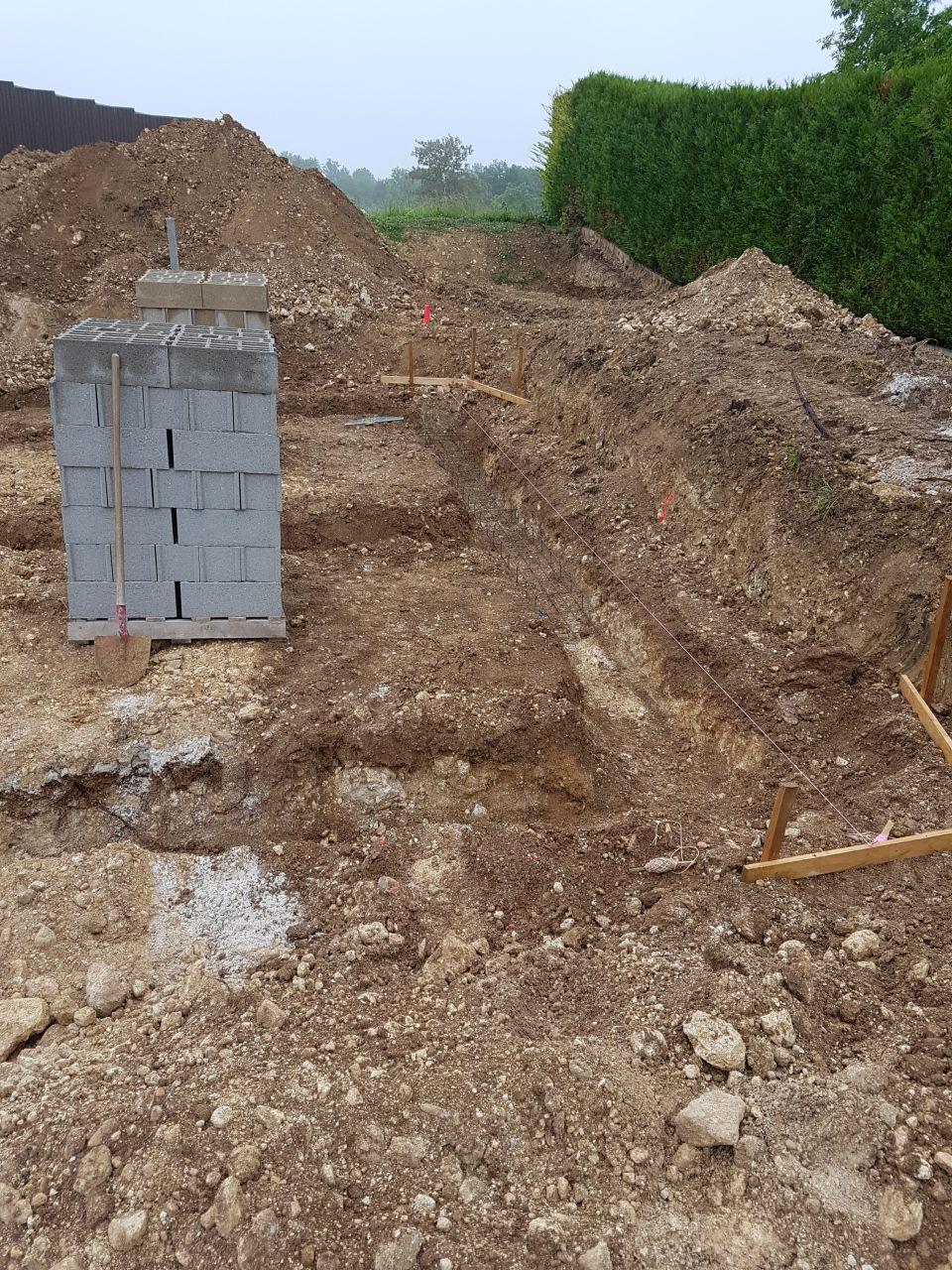 Mise en place pour fondation pose des treillis en fond de fouille