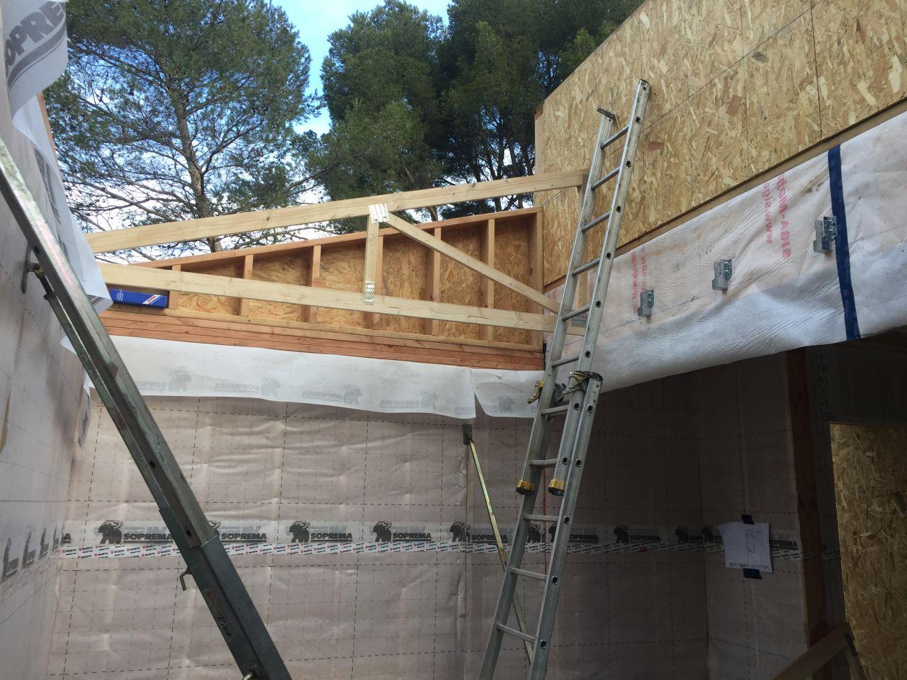 Installation de la Toiture Face Sud  mise en place des Fermettes  chambre 1 au sud
