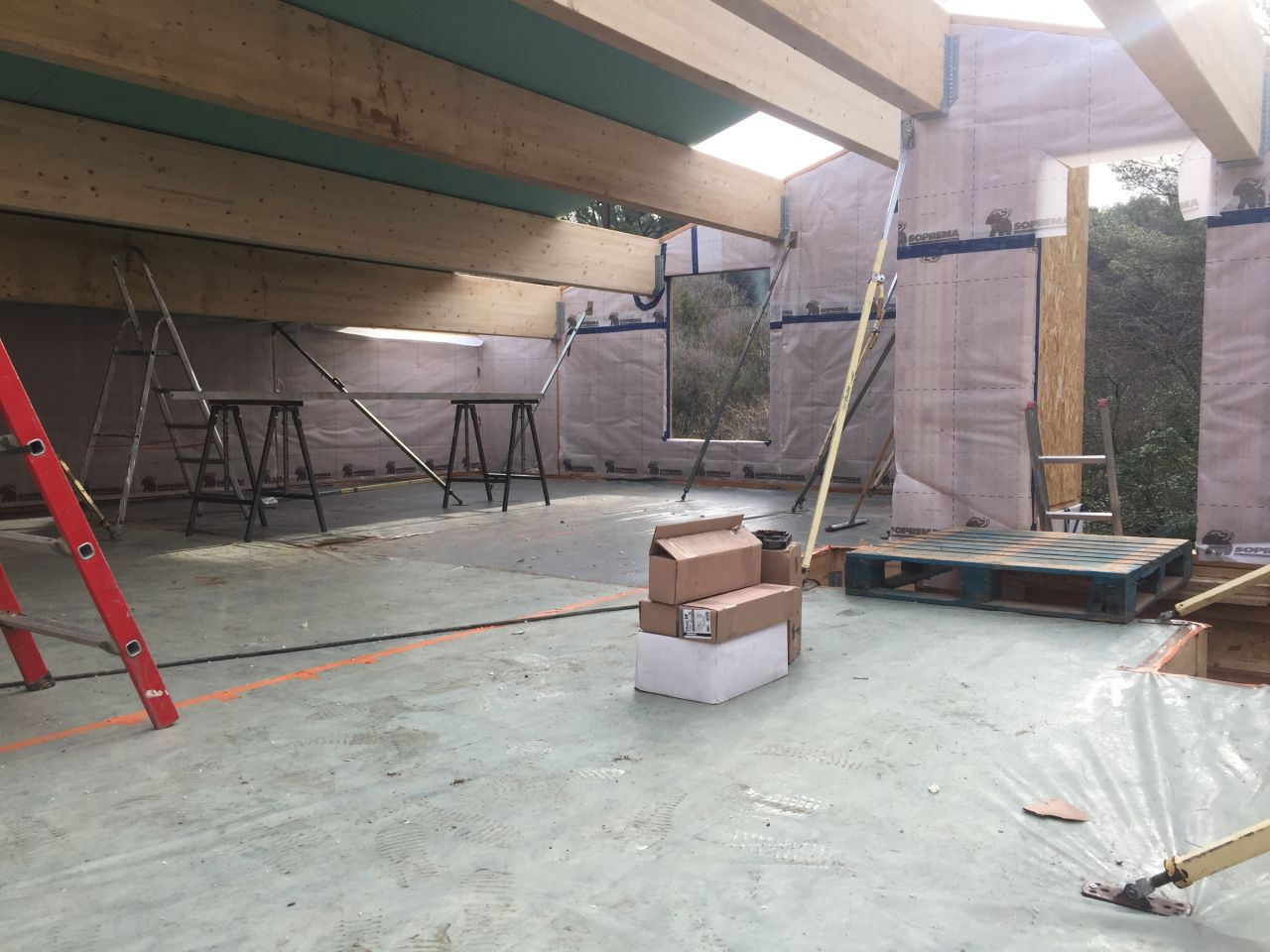 Pan de toiture Nord Est panneaux dwich en place