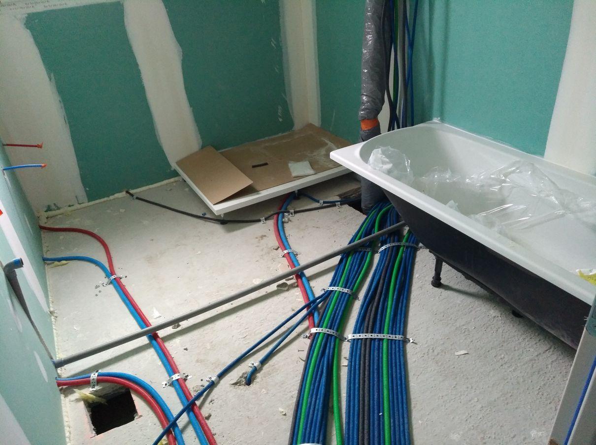 Câblages au sol + receveur douche + baignoire