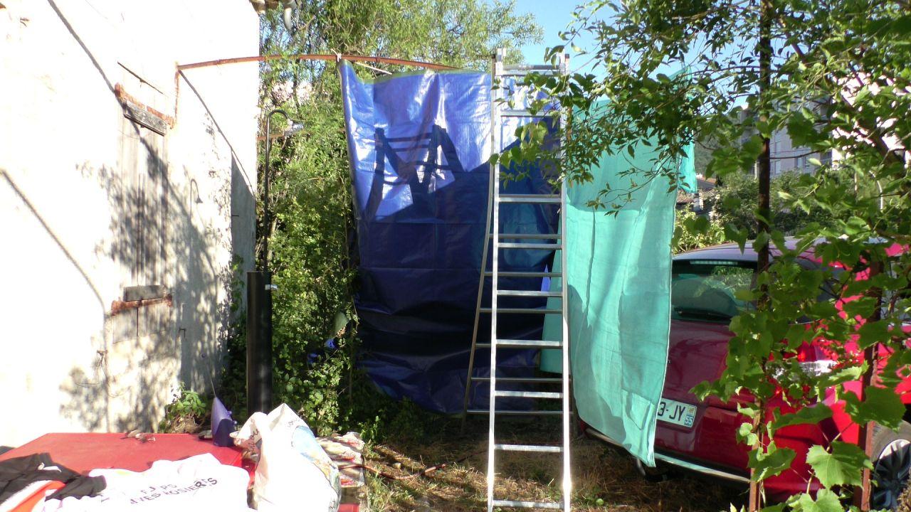 La salle de bain extérieure solaire.
