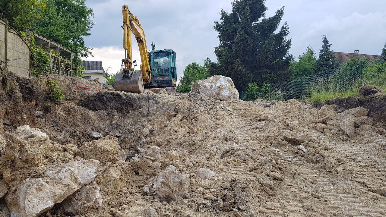 Il a beaucoup plu pendant les travaux de terrassement. Tout devient très boueux.