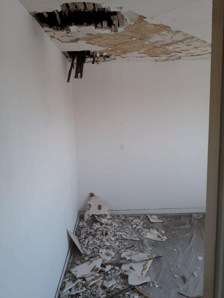 Démontage du plafond, futur bureau