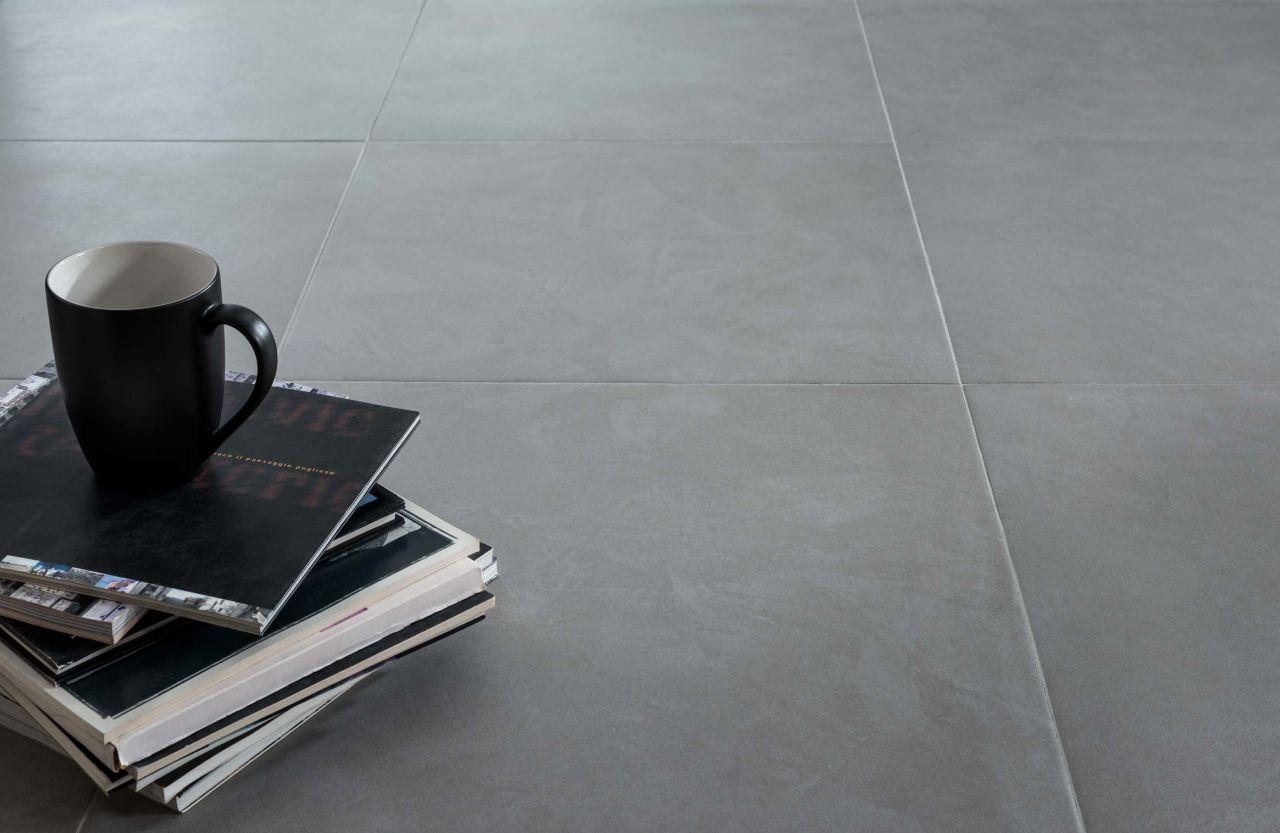 Futur carrelage du RDC hors salon, cellier et garage. Novoceram Vertige Anthracite poli 60x60.