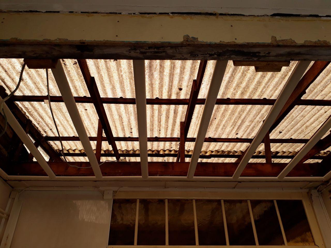 Vue entre dernière toiture et extension