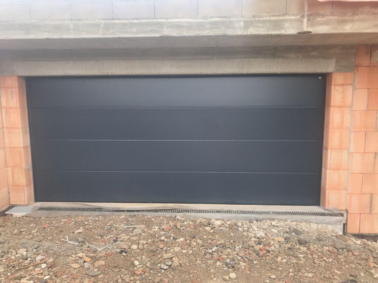 Pose de la porte de garage terminée