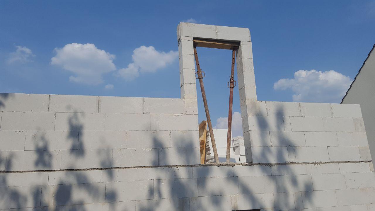 Début d'élévation des murs de l'étage.