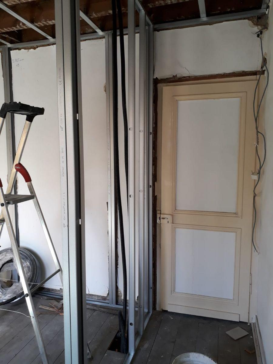 Délimitation du mur de la salle de bain et de la porte