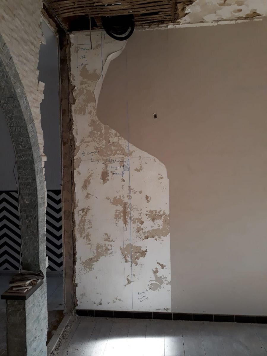Ouverture du mur pour le futur vestiaire d'entrée et l'armoire élec