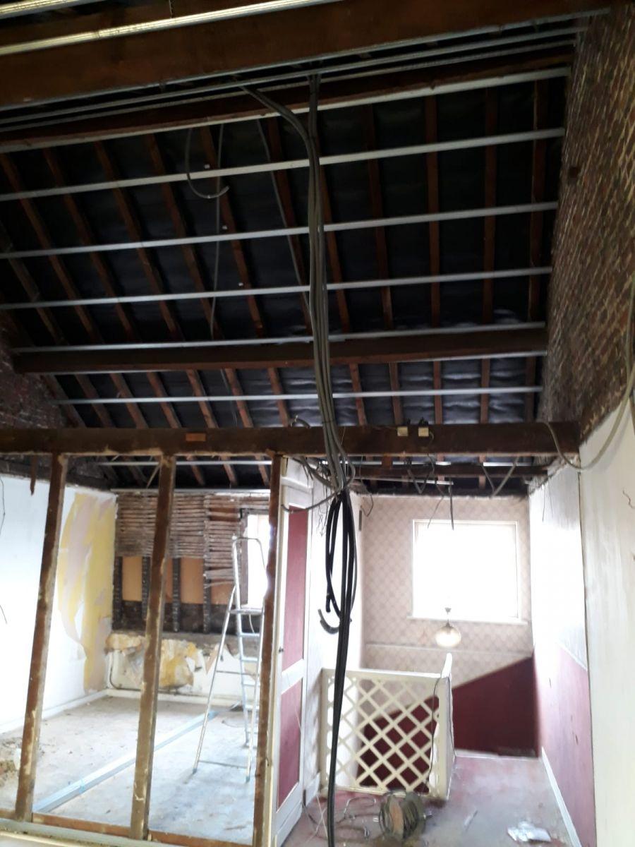 Passage des gaines du 2 éme étage avant plaquage rampant